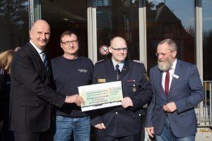 Brandschutzerziehungsteam Potsdam-Mittelmark, Dietmar Woidke, Wolfgang Blasig, Jens Heinze, Kreisjugendwart Axel Thiemann