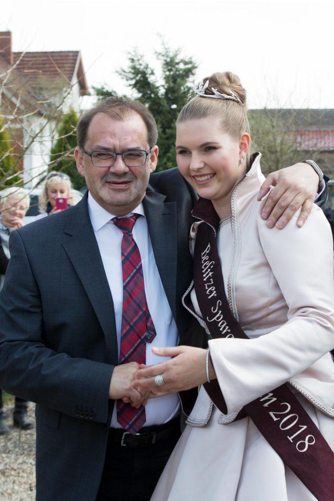 Minister Vogelsänger mit Spargelkönigin