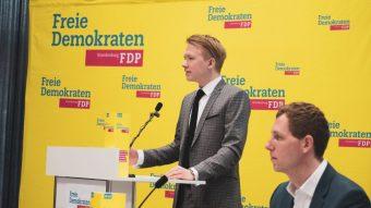 Matti Karstedt (FDP) während seiner Bewerbungsrede zur Landtagswahl 2019.