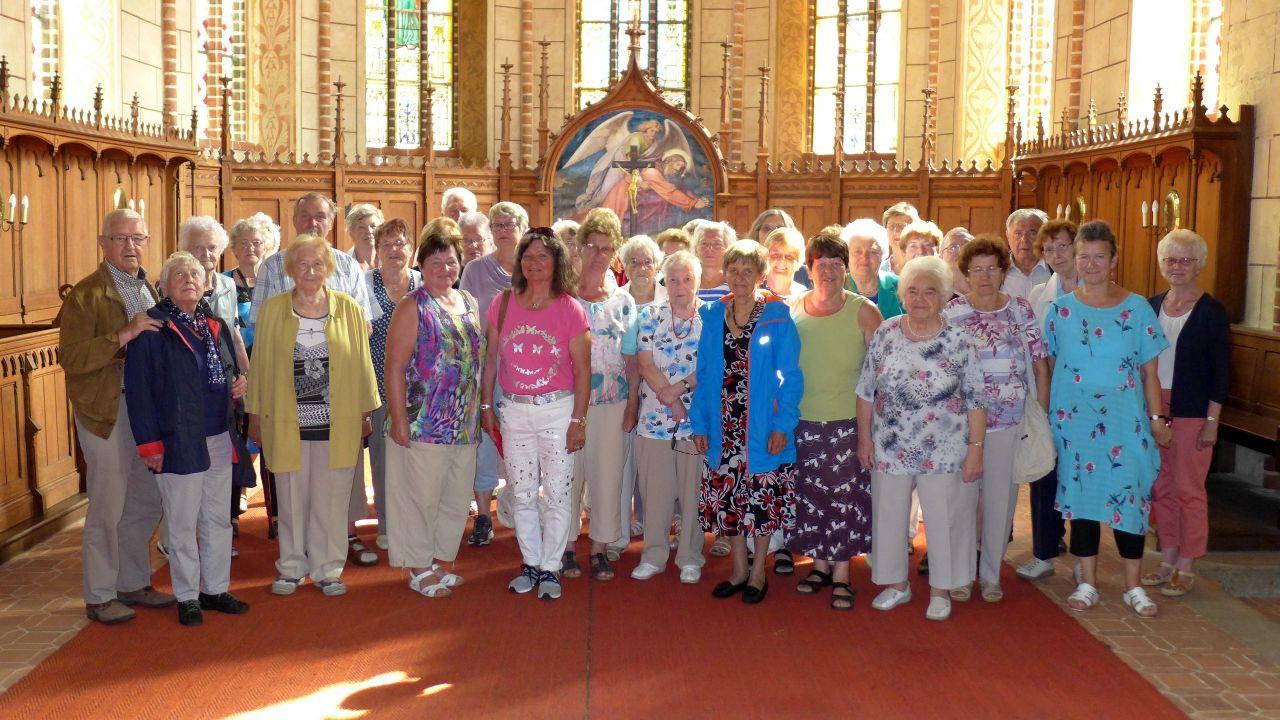 Reisegruppe-in-Marienfliess-Kirche