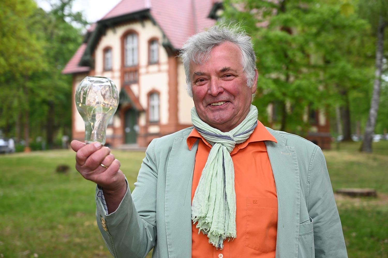Winfried-Ludwig-mit-Lampe