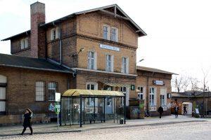 Bahnhof, Bahnhofsgebäude, Brück
