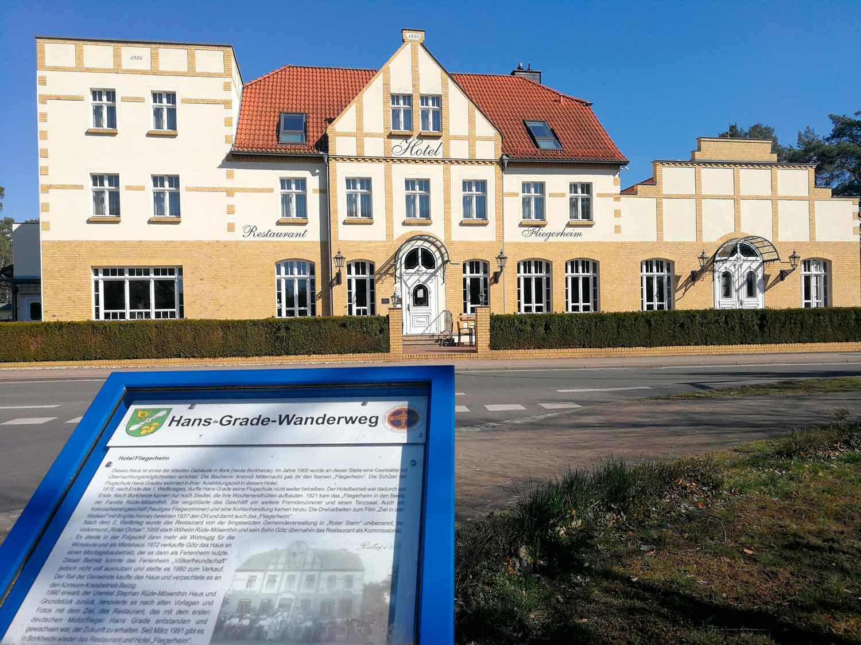 Hotel-Fliegerheim-mit-Tafel