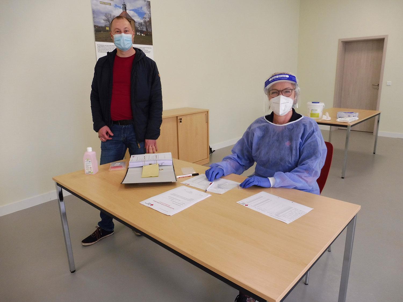 Golzow, DRK, Apotheker P. Schmieder, Corona, Tests