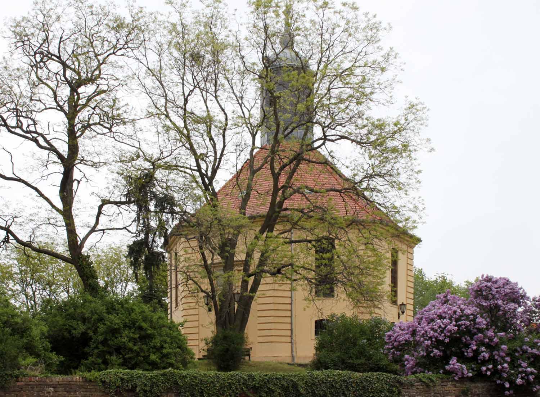 Blühende Kirche Golzow